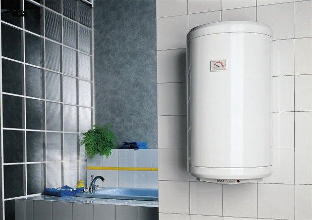 При установке водонагревателя можно выбрать проточное или накопительное устройство