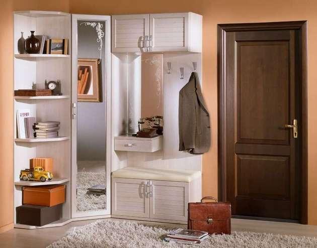 В комплекте модульных секций предусмотрен вместительный шкаф с местом для верхней одежды